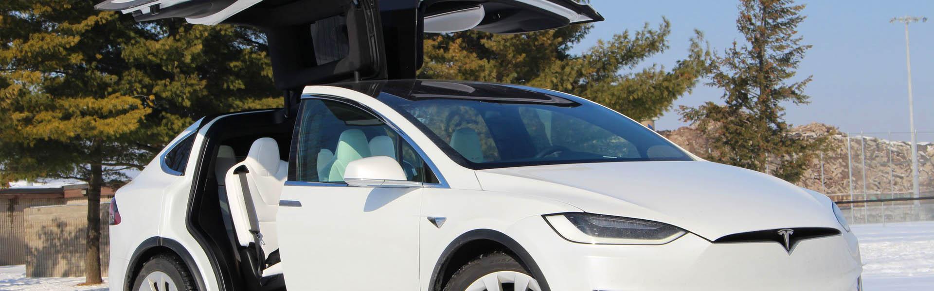 Как арендовать и использовать самый необычный в мире гаджет - электромобиль Tesla