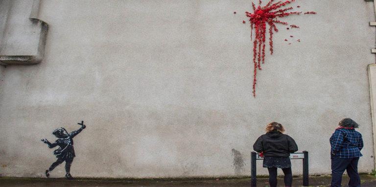 Легендарный художник создал граффити ко Дню святого Валентина