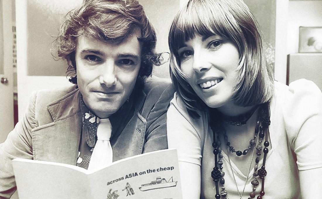 Тони и Морин Уилеры c первым путеводителем Lonely Planet