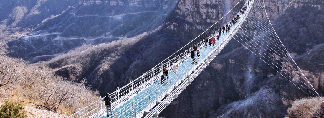 Стеклянные мосты в Китае закрыты из-за аварийной угрозы
